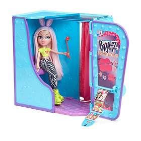 Bratz #SelfieSnaps Photobooth with Cloe Doll