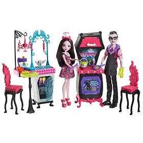 Monster High Monster Family Vampire Kitchen Playset & 2-Pack Dolls FCV75