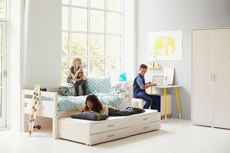 Jämför priser på Flexa Classic Line Enkelsäng 90x200cm (med Extrasäng och 2st Lådor) Sängram